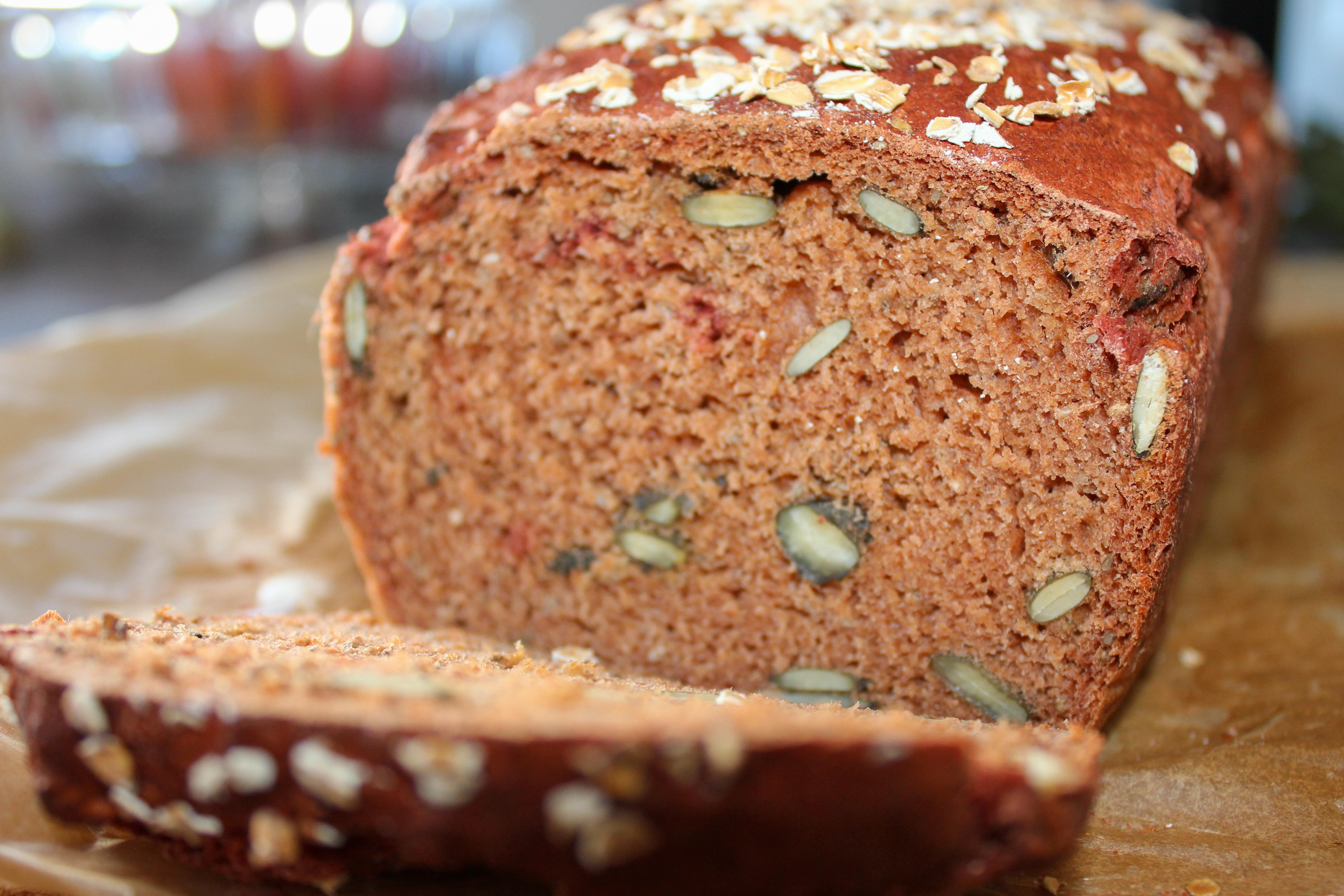 Rote Beete Dinkel- Brot mit Kürbis