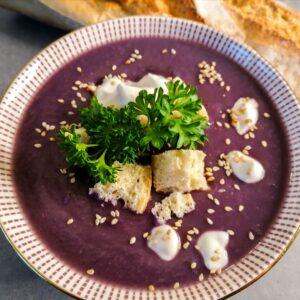 Lila Kartoffel- Rotkohl Suppe